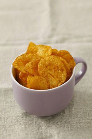 crisps: Potato crisps LANG_EVOIMAGES