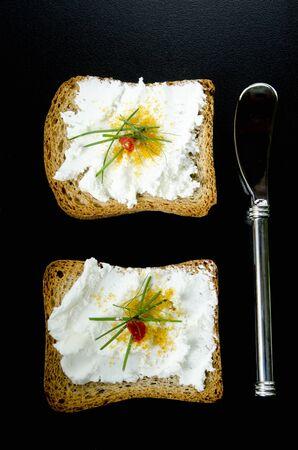 melba: Tostadas Melba con queso y botarga de cabra LANG_EVOIMAGES