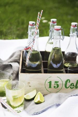 soda pops: Home-made lemonade in stoppered bottles in a wooden bottle crate LANG_EVOIMAGES