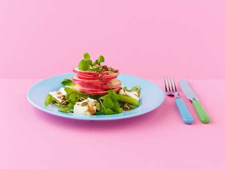 berros: Rosa manzana se�ora, feta, nogal y ensalada de berros, con aderezo bals�mico