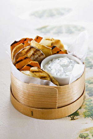 tzaziki: Grilled vegetables with dip