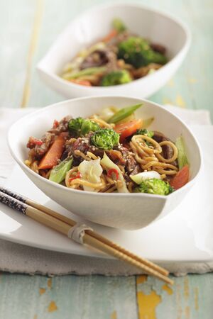 mie noodles: Mie noodles with vegetables and beef (Asia) LANG_EVOIMAGES