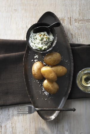 skins: Potatoes boiled in their skins, with herb quark LANG_EVOIMAGES