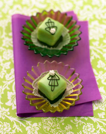 petit: Green petit fours LANG_EVOIMAGES