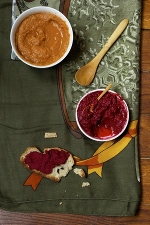 Carrot purée with tamari and peanuts and a beetroot dip LANG_EVOIMAGES