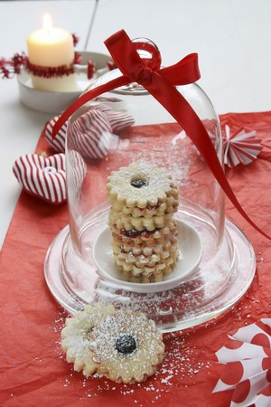 dodgers: Jam-filled ring biscuits under a glass dome, a fabric heart and a candle LANG_EVOIMAGES