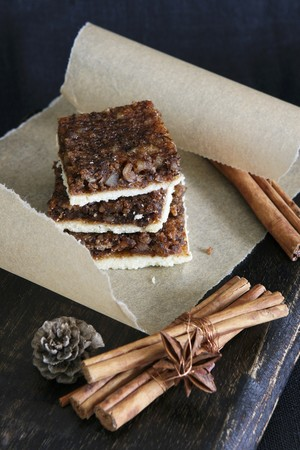 christmassy: Walnut cake and cinnamon sticks (Christmassy) LANG_EVOIMAGES
