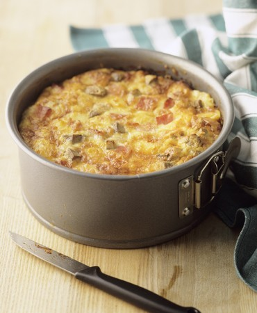 vegetable tin: A small vegetable cake with bacon in a spring-form cake tin