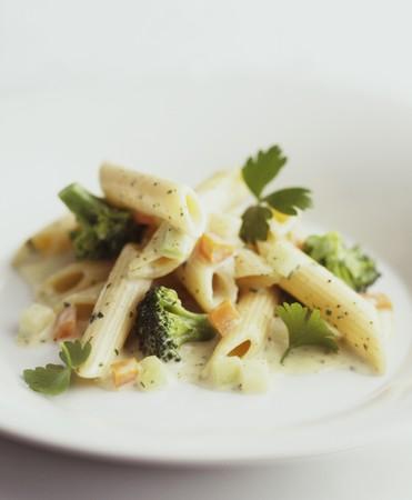 kohl: Penne with broccoli, carrots and kohlrabi