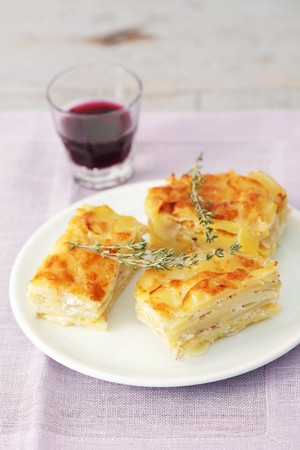 side order: Potatoes au gratin with thyme
