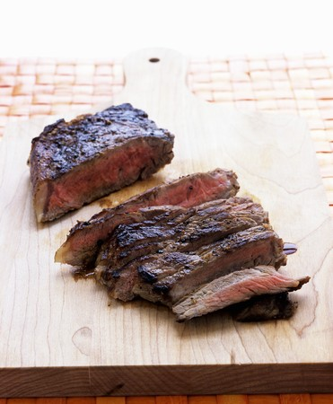 sirloin steak: Sirloin steak, sliced LANG_EVOIMAGES