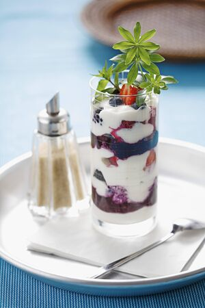 woodruff: Quark and yoghurt dessert with berries and woodruff
