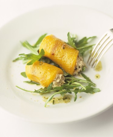 arugola: Rolled peppers stuffed with tuna on a bed of rocket