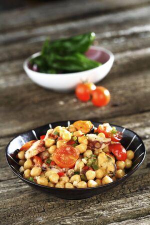 garbanzos: Garbanzos con tomate, pulpo y mejillones LANG_EVOIMAGES