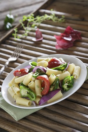 sautee: Macaroni with saut�ed vegetables LANG_EVOIMAGES