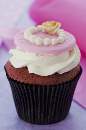 red velvet cupcake: Red Velvet cupcake with cream cheese frosting for a wedding