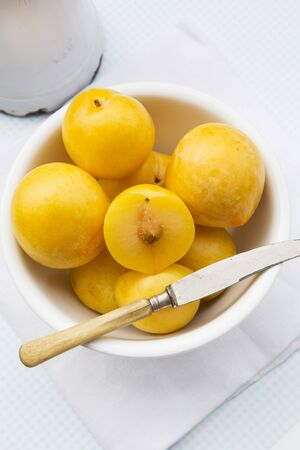 pits: Yellow plums LANG_EVOIMAGES