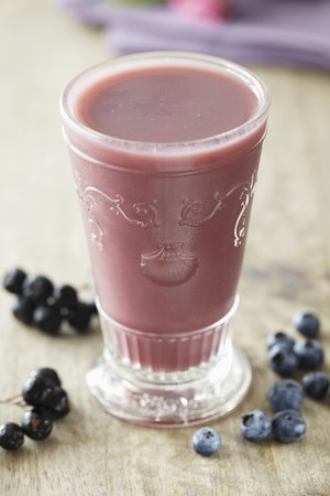 berry smoothie: Berry smoothie with blueberries and blackcurrants LANG_EVOIMAGES
