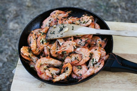 petroselinum sativum: Fried king prawns with garlic and parsley