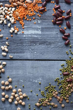 garbanzo bean: Assorted pulses arranged around the edge of the image LANG_EVOIMAGES