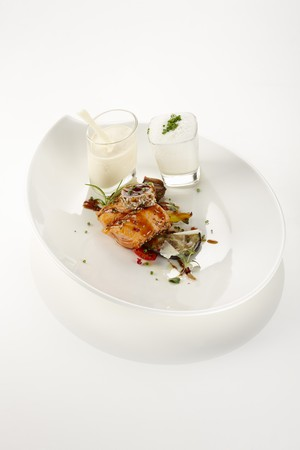 saltwater pearl: A cube of salmon, tuna in sesame seeds, courgette, pearl onion, peppers, a small serving of Pecorino soup, and chive cream LANG_EVOIMAGES