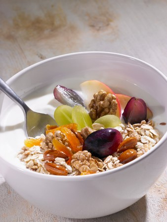 well made: Muesli with grapes and nuts