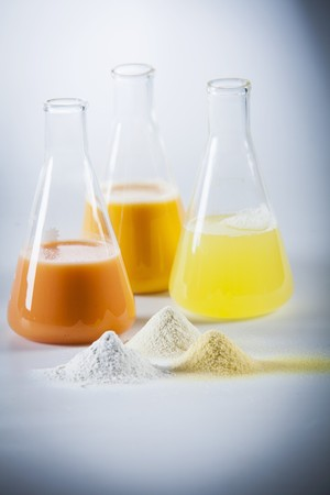 egg white: Egg yolk, egg white and mixed egg in laboratory flasks and as powder LANG_EVOIMAGES