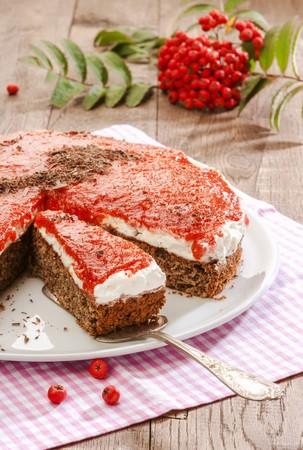 rowanberry: Spice cake with rowanberry glaze LANG_EVOIMAGES