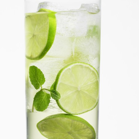 hugo: A Hugo cocktail with limes and mint LANG_EVOIMAGES