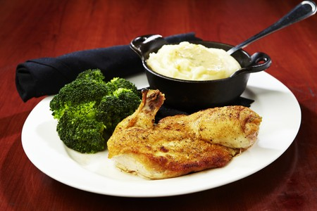 pur� di patate: Pollo arrosto con pur� di patate e broccoli LANG_EVOIMAGES