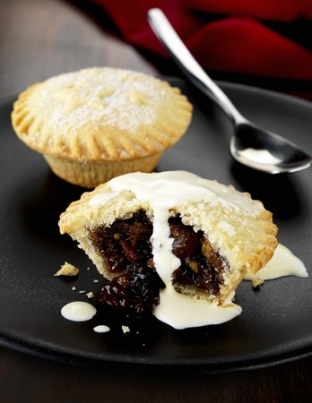 mince pie: Mince pie and cream LANG_EVOIMAGES