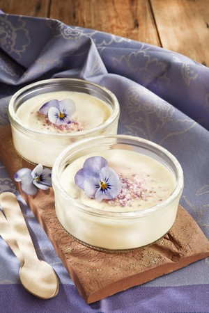 Cream desserts with edible flowers LANG_EVOIMAGES