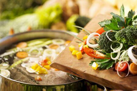soup pot: Vegetables and a soup pot LANG_EVOIMAGES