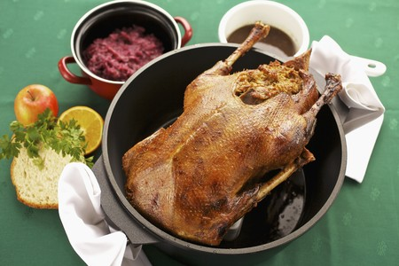 red cabbage: Stuffed goose with red cabbage LANG_EVOIMAGES