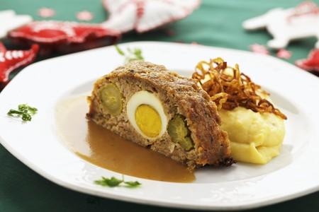 pastel de carne: Pastel de carne relleno con pur� de patatas