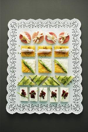 doiley: An elegantly arranged platter of canapés LANG_EVOIMAGES