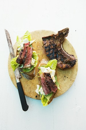 beefsteak: Barbecue sandwiches with beefsteak and lettuce