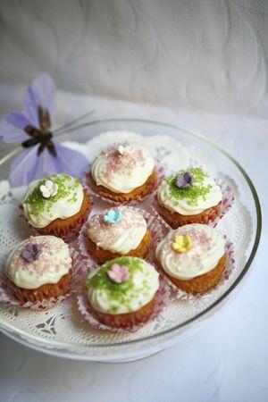 doiley: Delicate spring cupcakes