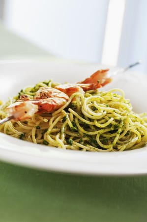 stinging  nettle: Spaghetti with stinging nettle pesto and a prawn skewer LANG_EVOIMAGES