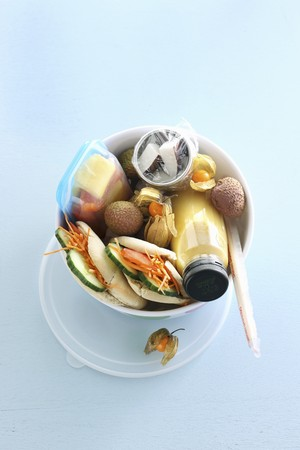 tupperware: A break time snack with a smoothie, mini sandwiches and exotic fruits LANG_EVOIMAGES
