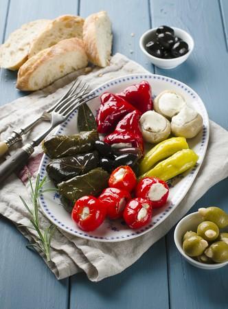 appetiser: An appetiser platter with stuffed vine leaves and vegetables LANG_EVOIMAGES