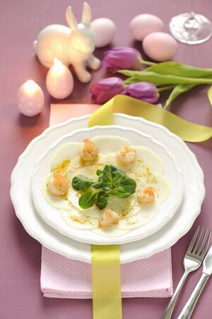 rabi: Kohlrabi carpaccio with prawns and lambs lettuce for Easter LANG_EVOIMAGES