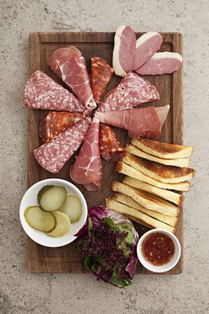appetiser: An appetiser platter with cured meats (seen from above)