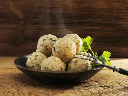 side order: Steaming bread dumplings with parsley LANG_EVOIMAGES