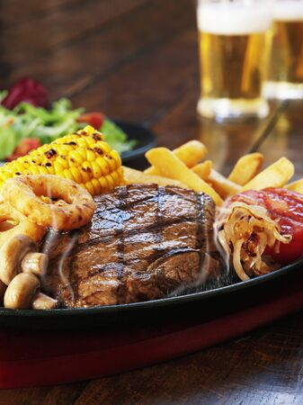 beefsteak: Grilled beefsteak with corn on the cob, mushrooms, onion rings and chips