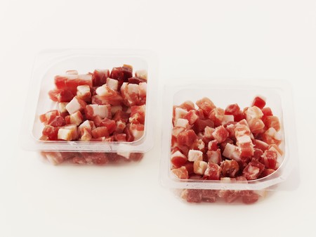 pancetta cubetti: Pancetta a dadini in imballaggi in plastica LANG_EVOIMAGES
