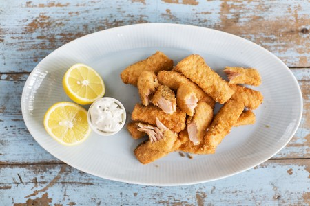 fishfinger: Salmon fish fingers with tartare sauce and lemon
