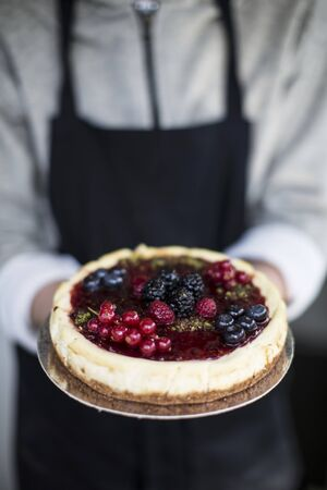 compote: Cheesecake with berry compote LANG_EVOIMAGES