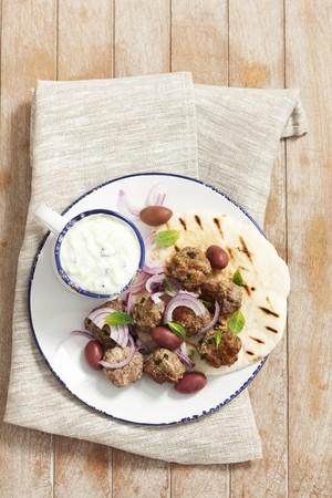 pita bread: Keftedes (meatballs with pita bread and tzatziki, Grecce)
