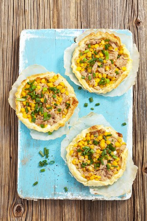 mealie: Puff pastry tartlets with tuna and sweetcorn
